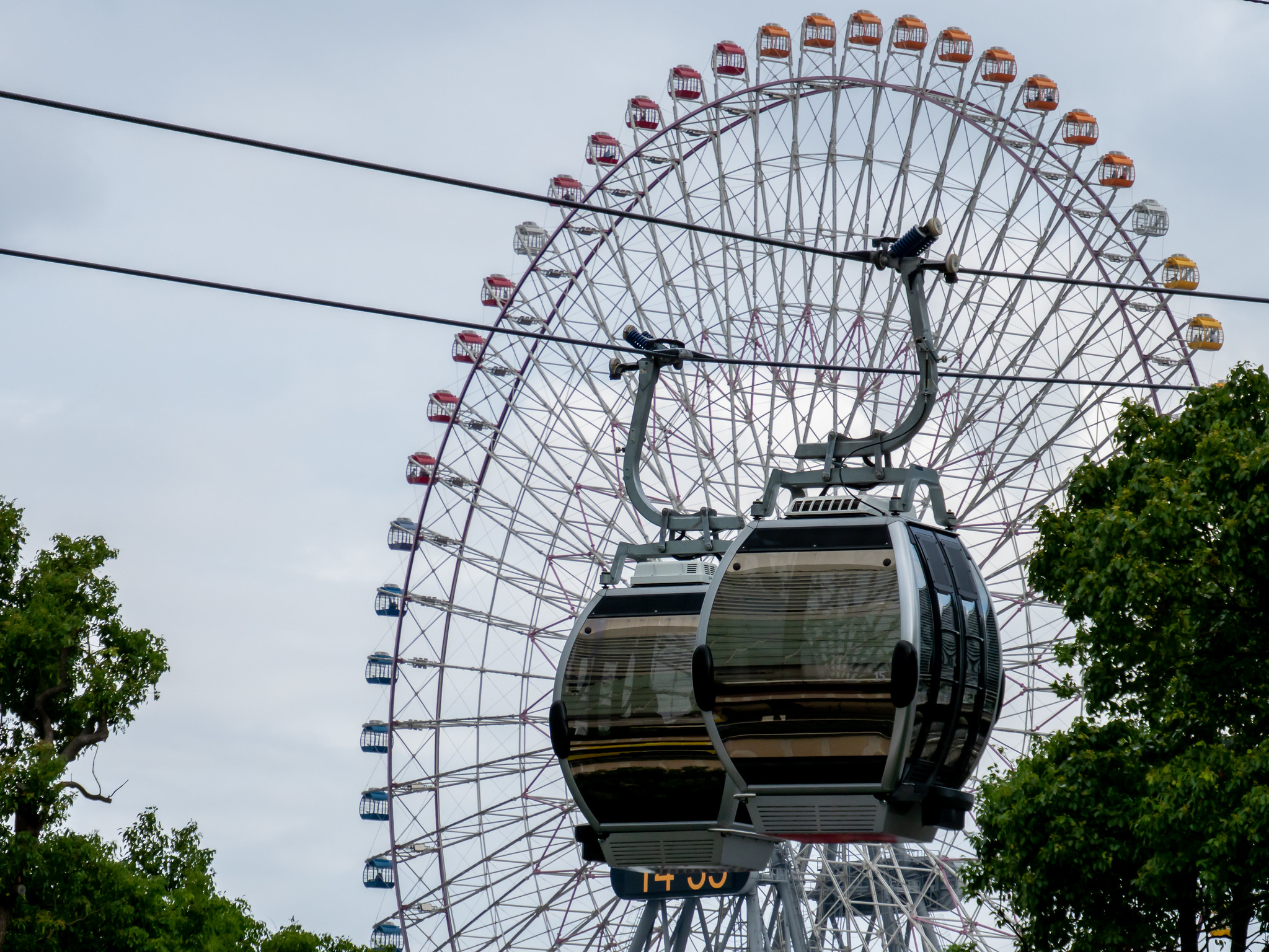 YOKOHAMA AIR CABIN と 大観覧車 と 中華街